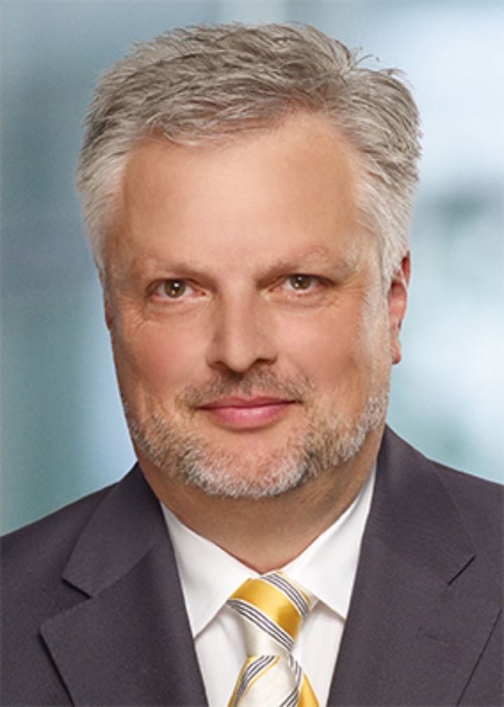 Prof. Dr. med. Christian K. Lackner | Drees & Sommer AG I Director Healthcare Division I © Drees & Sommer AG
